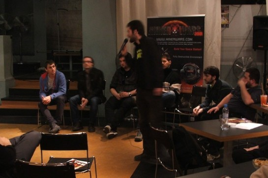 Závěrečná panelová diskuse, ve které se Michal Rybka s Lukášem Macurou postarali mimo jiné i o obveselení publika, foto: Zelená vopice